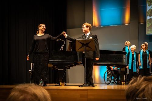Lisa Boucher-Herger, Stefano Torchio, Chor: Gesellschaft der Mus